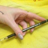 Черный карандаш для глаз. Фото 1.