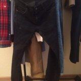 Брюки-джинсы и куртка. Фото 2.