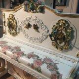 Румынское антикварное пианино как у дракулы в замк. Фото 1.