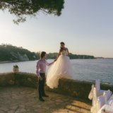 Счастливое свадебное платье со шлейфом. Фото 3. Видное.