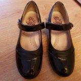 Туфли для девочки на каблучке. Фото 3.