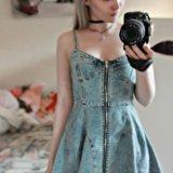 Платье с открытой спинкой на замке. Фото 1.