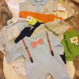 Набор из новых детских вещей для новорождённых. Фото 1.