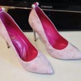 Новые туфли очень не обычного цвета. Фото 1.