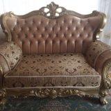 Роскошный диван. Фото 1.