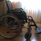 Инвалидное кресло-каталка. Фото 1.
