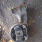 Подушка двигателя передняя нового образца ваз 2109. Фото 1.
