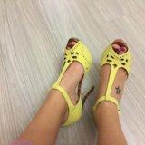 Босоножки жёлтые. Фото 2.