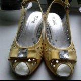 Туфли/босоножки натуральный лак. Фото 2.