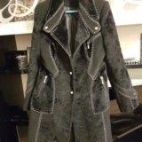 Пальто можно одивать с поясом,есть в наличии. Фото 1.