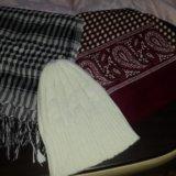 Шапка, шарфы, перчатки. Фото 1. Дмитров.