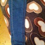 Узкие джинсы. Фото 4.