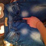 Узкие джинсы. Фото 3.