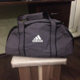 Спортивная сумка adidas. Фото 1.