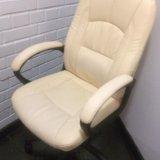 Кожаное кресло. Фото 1.