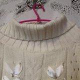 Белый свитер на плечи. Фото 4.