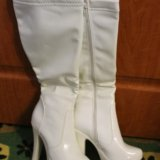 Белые сапоги. Фото 1.