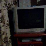 Телевизор и видеодвойка. Фото 1.