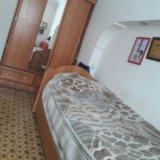 Кровать и шкаф. Фото 1.