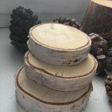 Срезы дерева и шишки. Фото 1.