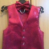 2 жилетки, чёрная и красная,и белая рубашка.. Фото 2.