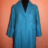 Ярко-голубое пальто с кружевом. Фото 1. Москва.