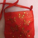 Стильная кожаная сумка с бабочками. Фото 1.