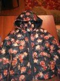 Зимняя куртка с цветами. Фото 1.