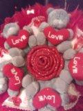 Букет из конфет и игрушек. Фото 1.