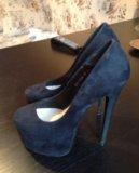 Туфли на высоком каблуке и платформе. Фото 1.