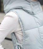 Жилетка удлинённая тёплая с капюшоном новая. Фото 4.