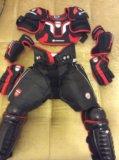 Детская хоккейная экипировка. Фото 1.