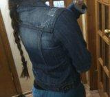 Стильная джинсовая куртка. Фото 3.