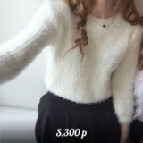 Пушистый белый свитер. Фото 1.