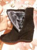 Новые ботинки и угги. Фото 1.