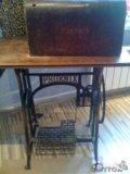 Ножная швейная машинка, со столом и станиной. Фото 3.