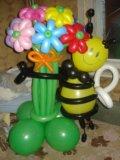 Пчелка с букетом из воздушных шариков. Фото 1.