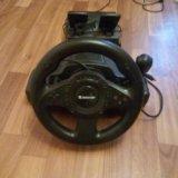 Игровой руль с педалями. Фото 2.