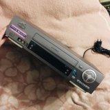 Видеомагнитофон. Фото 1.