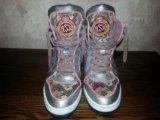 Кроссовки на каблуках. Фото 1.