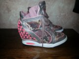 Кроссовки на каблуках. Фото 3.