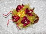 Цветочная композиция в плетеном сапожке. Фото 2.