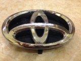 Эмблема таета авенсис. Фото 1.