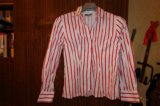 Белая рубашка свободного кроя в красную полосу. Фото 1.
