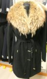 Новое пальто с шикарным натуральным мехом енота. Фото 3.
