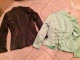 Два пиджака,блузка в подарок. Фото 1.