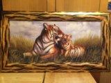 Картина тигры в полосатой раме. Фото 1.