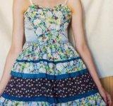 Платье с цветочным принтом. Фото 1.