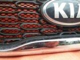 Решетка радиатора kia sorento c 2012 года оригинал. Фото 3.