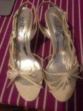 Белые открытые туфли на шпильке. Фото 1.